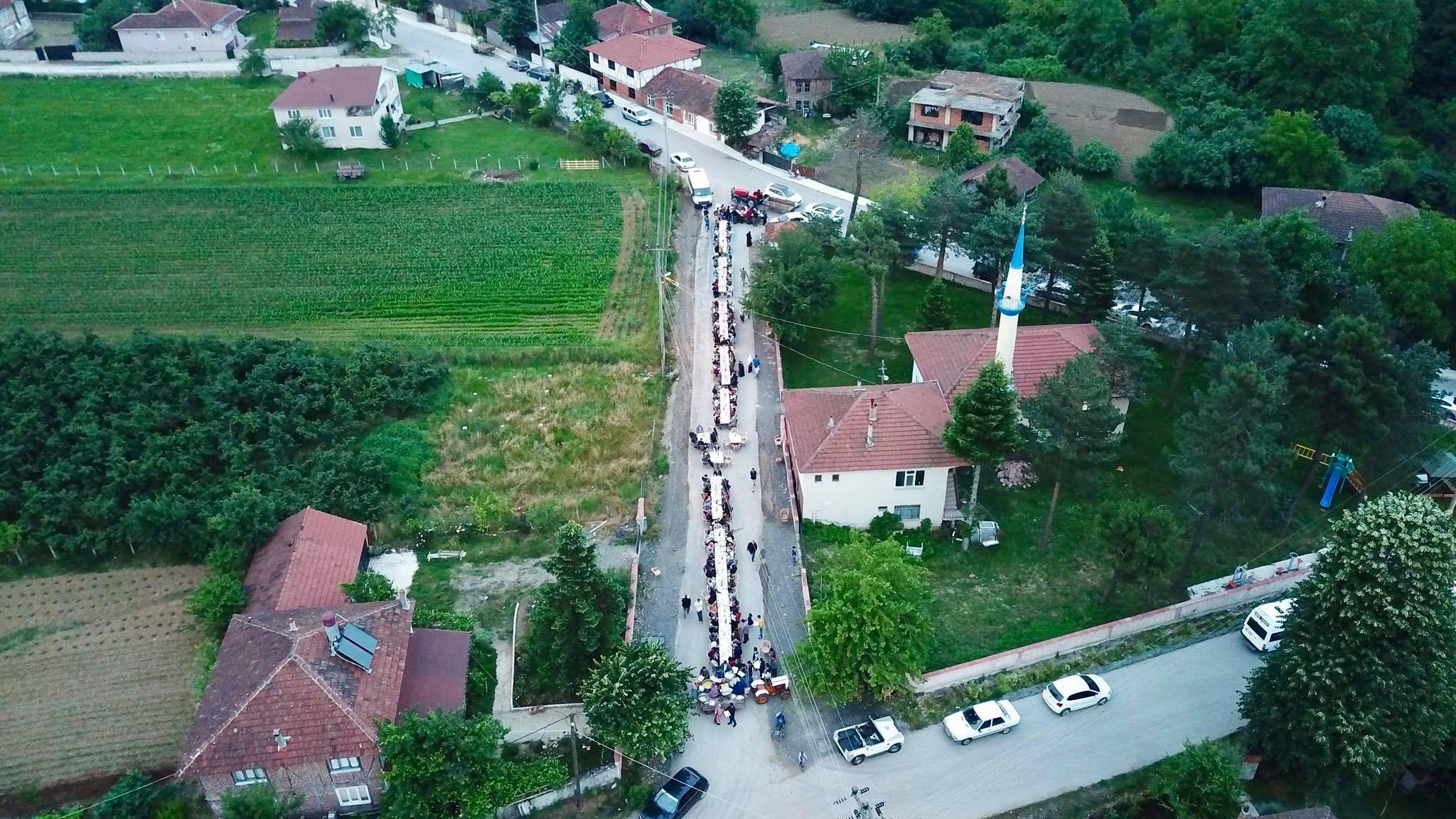 Ramazan'ın Bereketi Mahalle İftar Sofralarında Paylaşılıyor (Yeşiltepe Mahallesi)