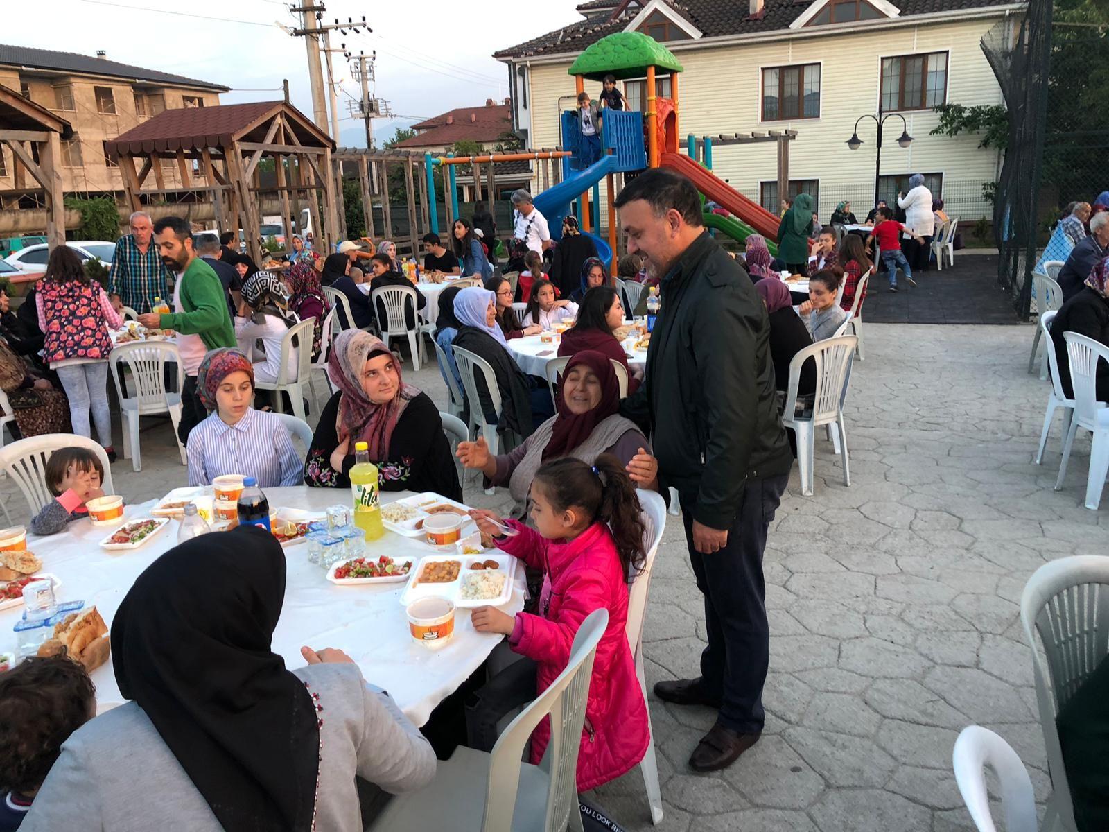 Başkan Yavuz, Topçular Mahallesinde Düzenlenen İftar Programına Katıldı