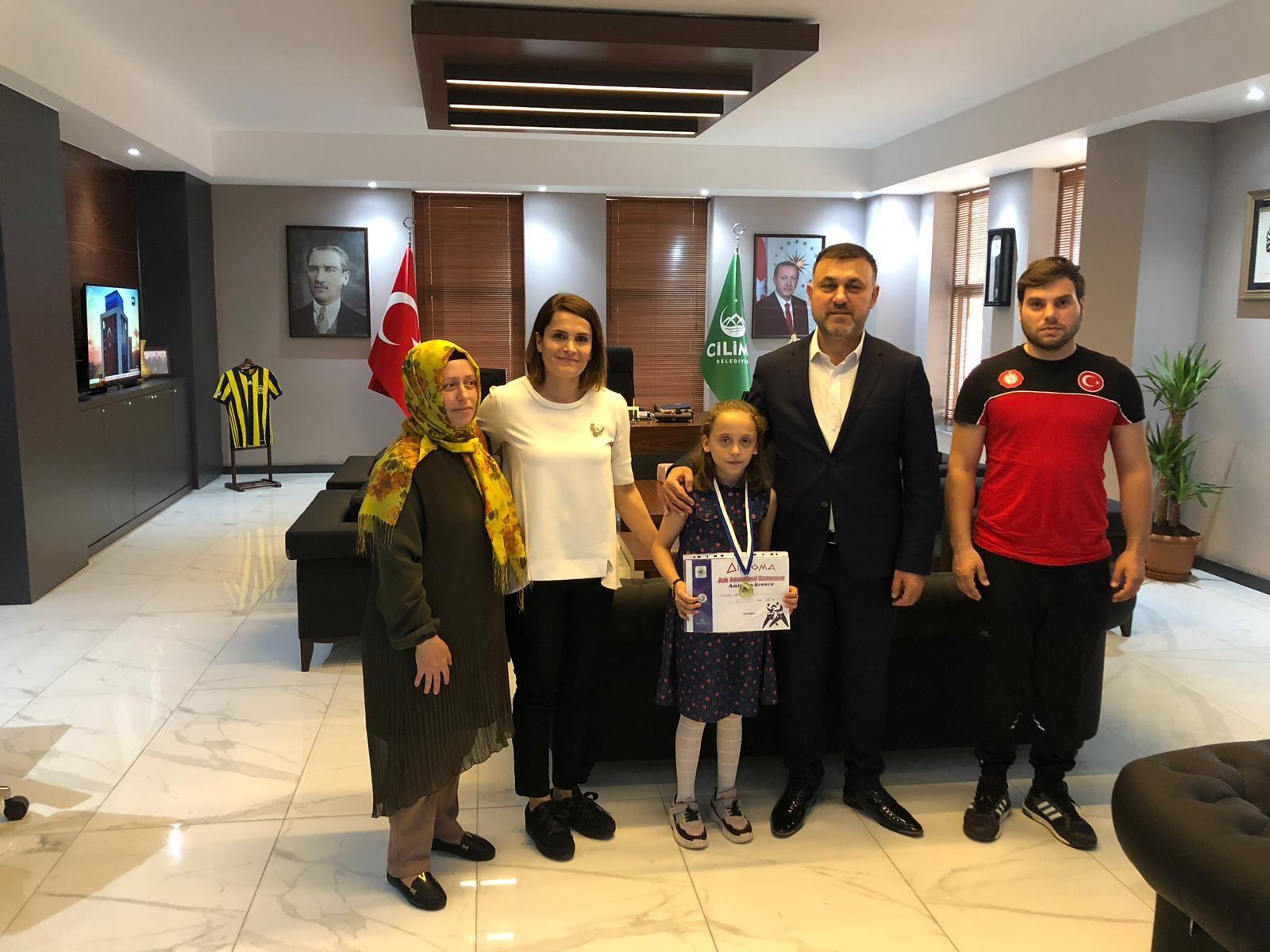 Başkan Yavuz, Judo Turnuvasında Şampiyon Olan Ayşenaz Tosun'u Makamında Kabul etti.