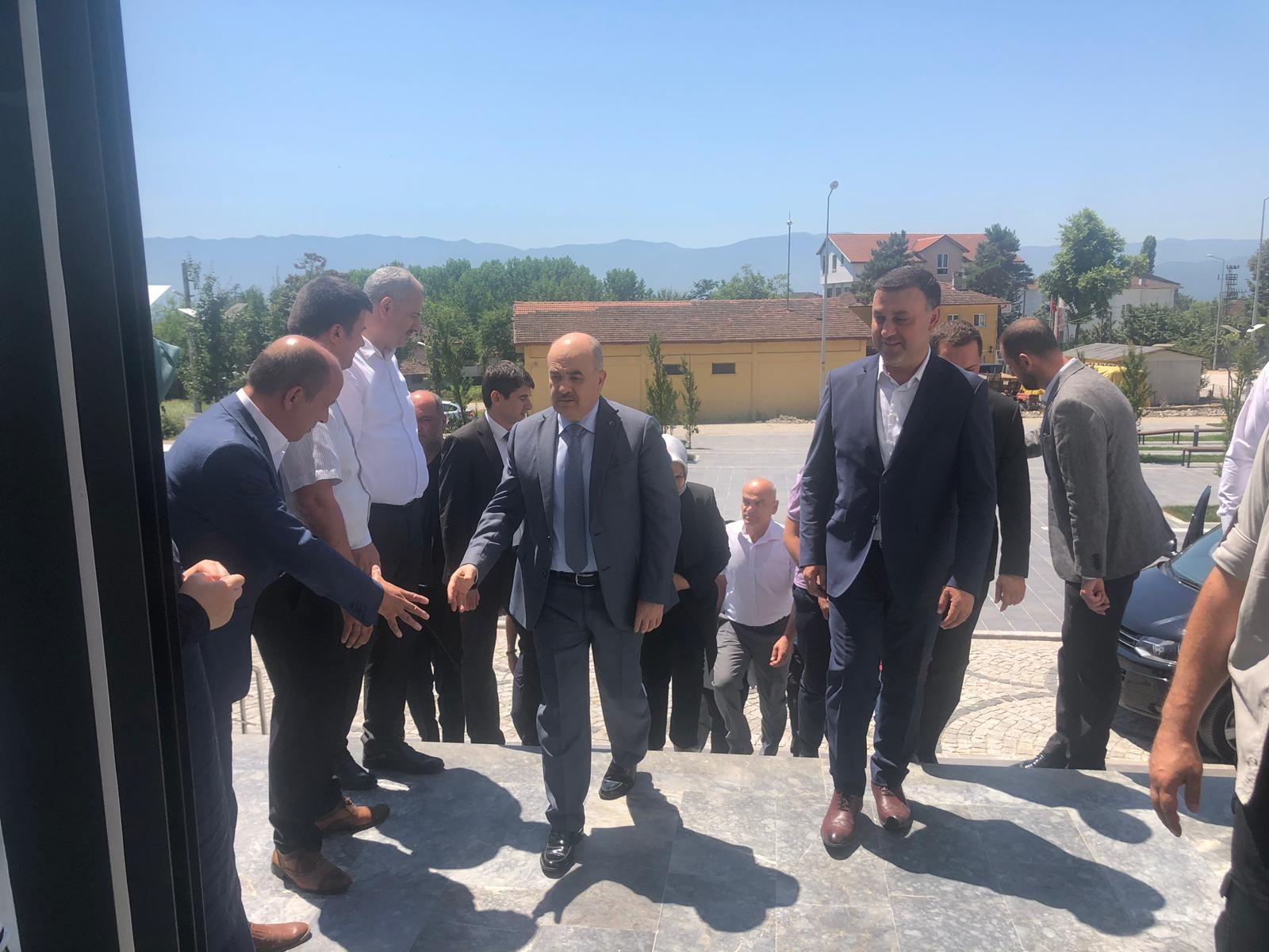Düzce Valisi Sayın Dr. Zülkif Dağlı Belediyemizi Ziyaret Etti