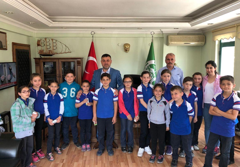 İbrahim Hoşver İlkokulu Öğrencileri Belediye Başkanı Muhsin Yavuzu Ziyaret Etti